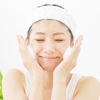 保湿ケアだけじゃ改善しない……! 乾燥肌を潤わせる5つの方法