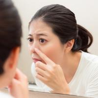洗顔後に白い角栓が現れるのはなぜ? 角栓ができる原因と対処方法とは