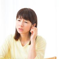 耳にもニキビができる? 知らない間にできている原因と対処方法