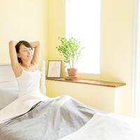 翌朝はうるツヤ肌に!? 睡眠中に実践したい保湿ケア5選
