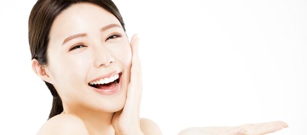 健やかな肌を保ちたい女性必見! 美容液の正しい塗り方