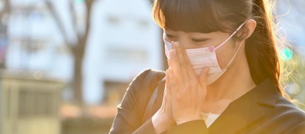 春先の肌のかゆみやヒリヒリの原因は? 花粉による肌荒れの原因と対策