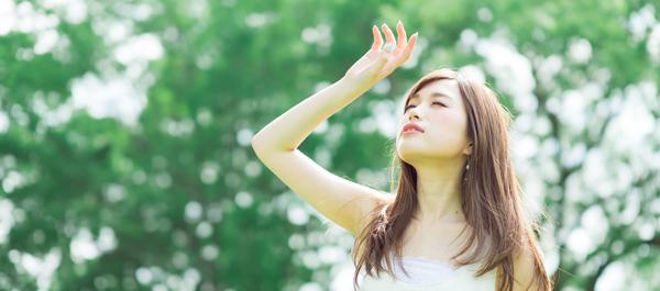 その肌のくすみ……夏のせいかも!? 原因と対策方法をチェック