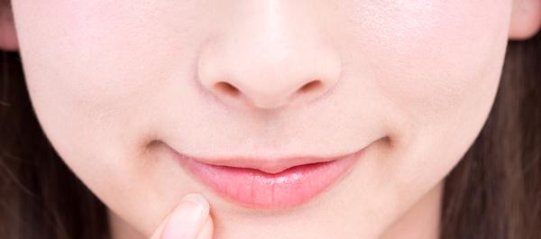 肌だけじゃない! 紫外線が唇に与えるダメージ&対策方法
