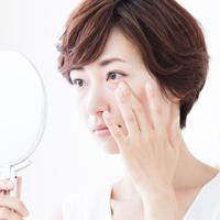 加齢とともに、目元のハリが低下する原因&対策方法