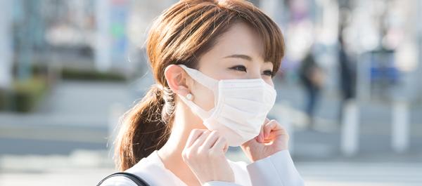 マスクによる肌荒れを防ぐポイント⑤:頬や口元の保湿を怠らない