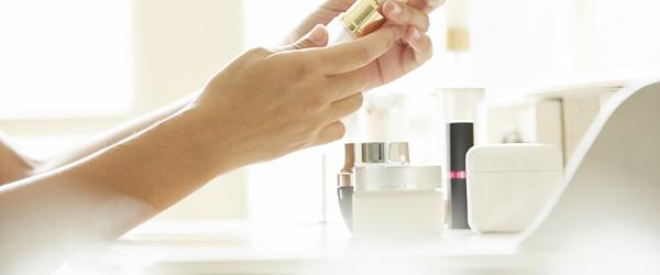 今さら聞けない! 「化粧水」と「美容液」の違い・効果的な使い方