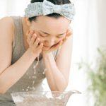 夏の寝起き、ベタつき肌をスッキリさせる朝の洗顔法と注意点