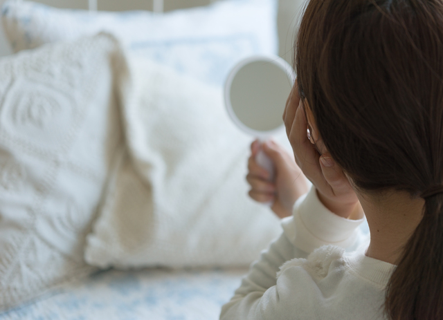 寝起きの乾燥肌の原因は? 朝までうるおいを保つ4つのヒント
